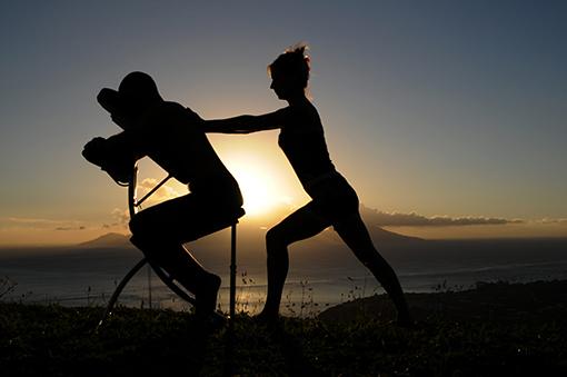 Massage Assis Tahitien sur chaise à l'Ecole Internationale de Massage tahitien Tahiti Massage