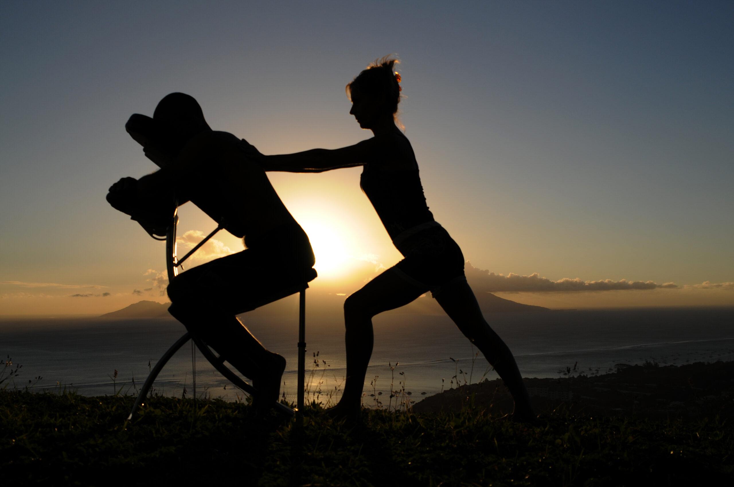 Massage tahitien assis - Ecole Internationale de Massage Tahitien - Tahiti Massage