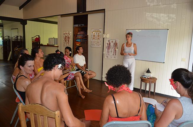 Leçon du corps à l'Ecole Internationale de massage tahitien de Tahiti Massage